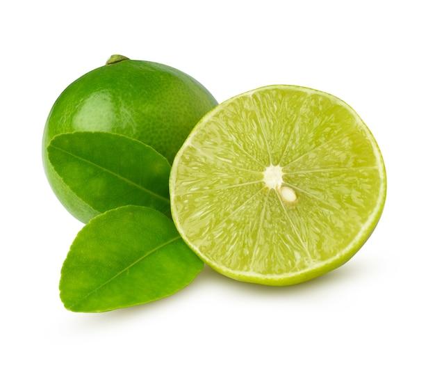 Limes isolés sur le fond blanc. avec un tracé de détourage