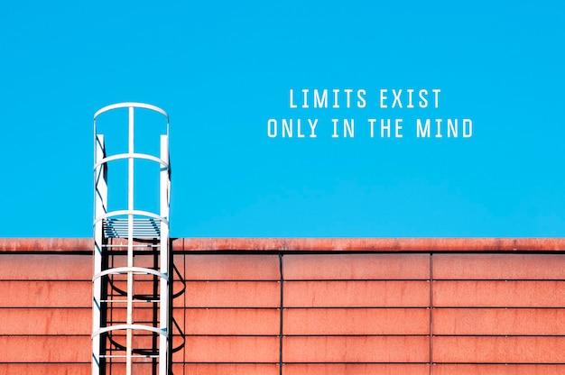 Les limites de citation de motivation n'existent que dans l'esprit du ciel avec des escaliers menant à un mur