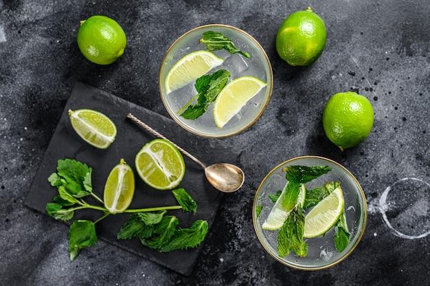 Limonade au citron vert avec menthe et glace.