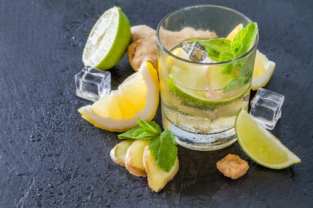 Limonade au gingembre et ingrédients