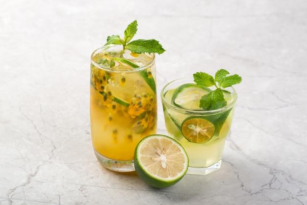 Limonade aux fruits de la passion et citron vert surgelée en été