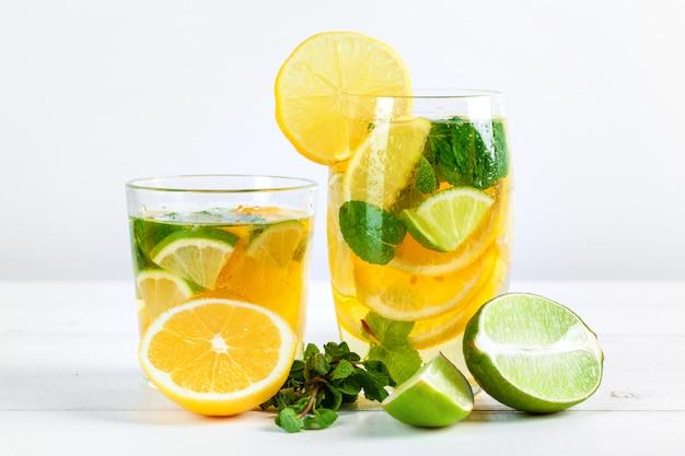 Limonade, boire avec des citrons frais.