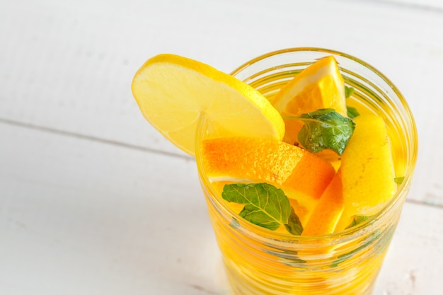 Limonade. boire avec des citrons frais.