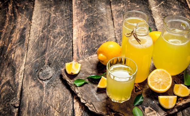 Limonade fraîche à base de citrons mûrs.