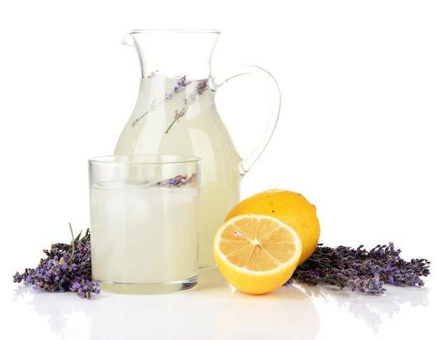 Limonade à la lavande, isolée sur blanc