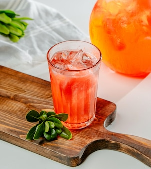 Limonade pêche rouge avec glace