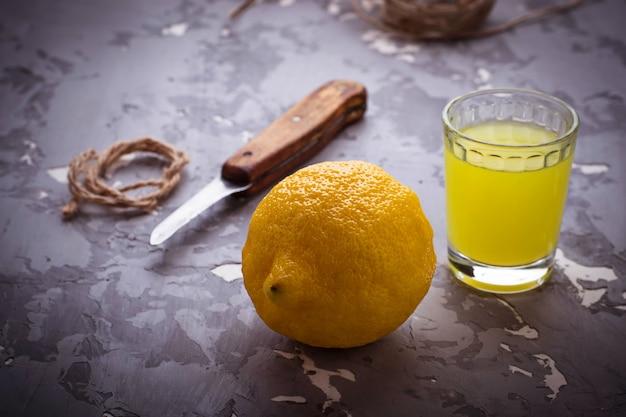 Limoncello, liqueur italienne aux citrons