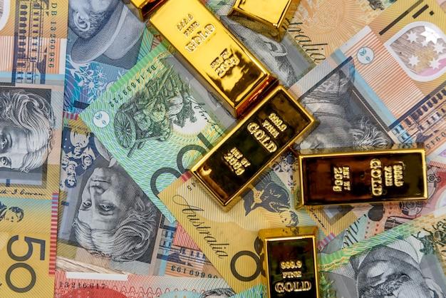 Lingots d'or à billets en dollars australiens close up