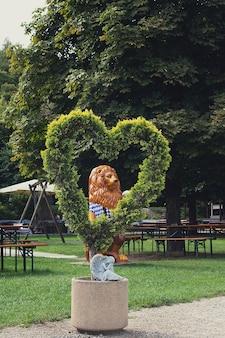 Lion en costume national bavarois