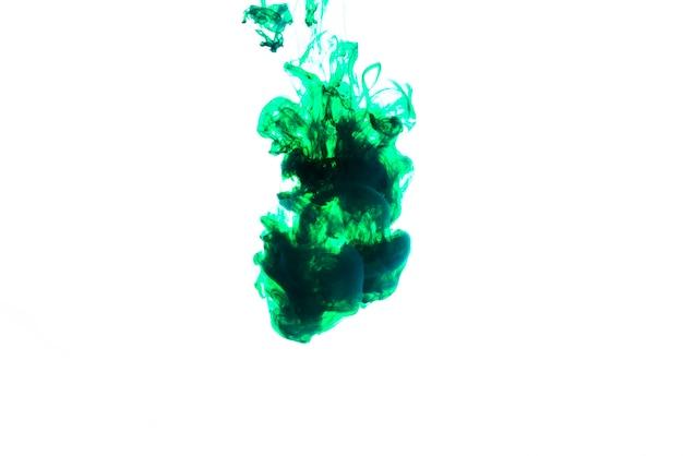 Liquide d'encre coloré sous l'eau