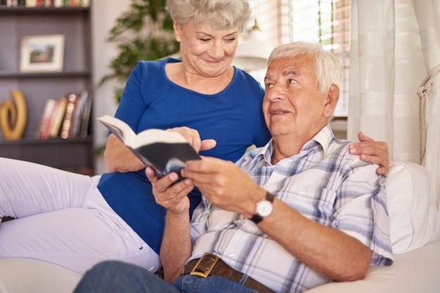 Lire L'après-midi Est Ma Passion Photo gratuit
