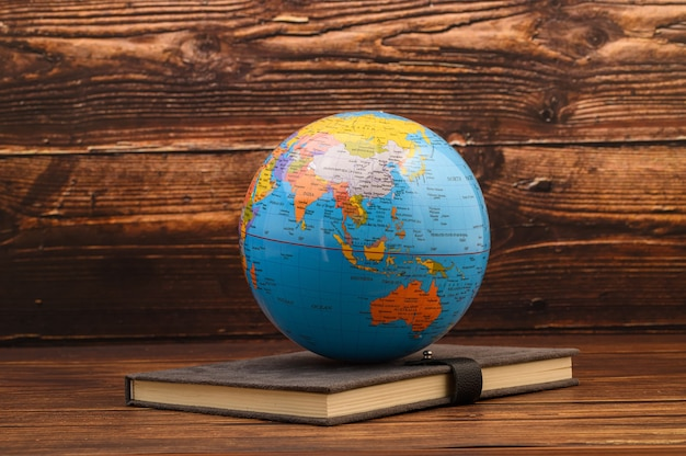 Lire des livres, découvrir le monde