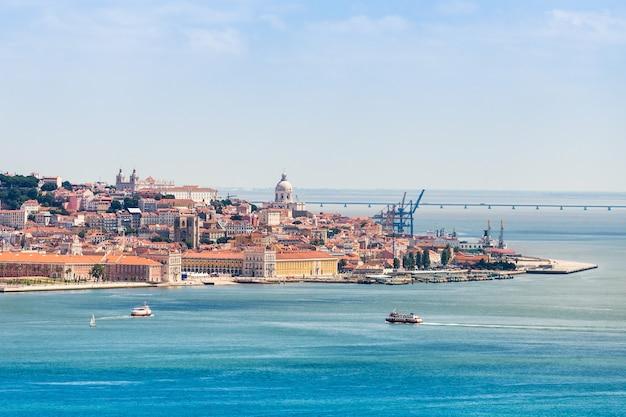 Lisbonne sur la rive du tage, centre du portugal