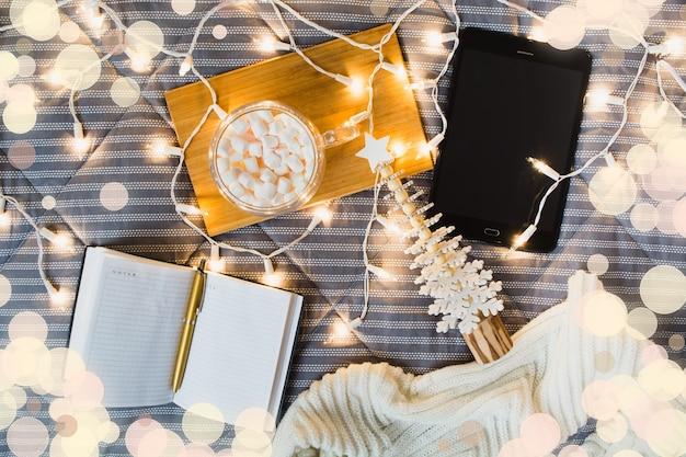 Liste de cadeaux de noël et concept d'achat en ligne à domicile
