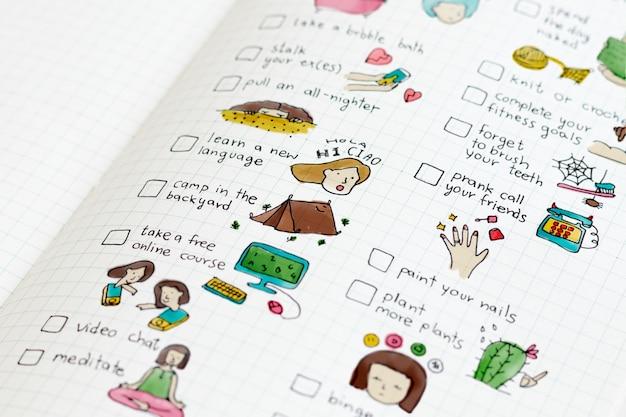 Liste de contrôle coincée à la maison dans un cahier