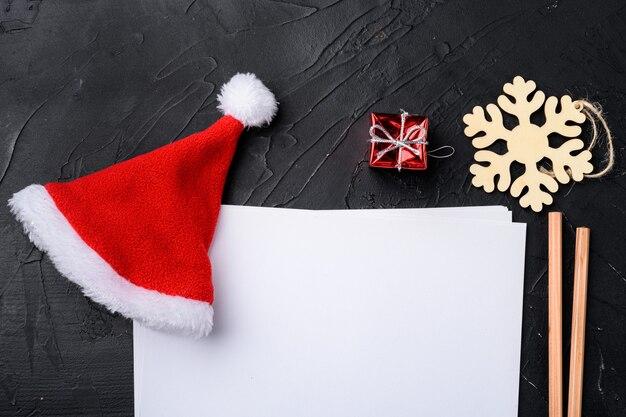 Liste de contrôle, plans et rêves pour le nouvel an. ensemble de liste vide de souhaits, vue de dessus à plat, avec espace de copie pour le texte, sur fond de table en pierre noire noire