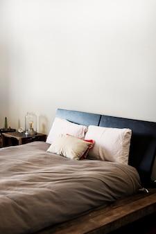 Lit pour homme avec cadre de lit en cuir noir