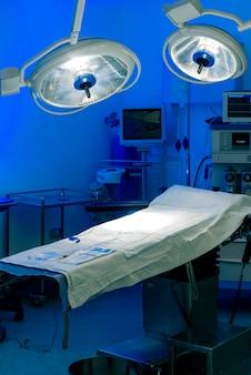 Lit de salle d'opération d'hôpital