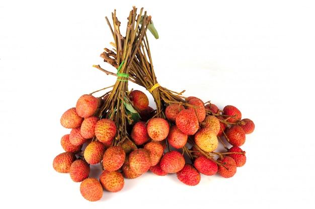 Litchi fruits rouges isolés