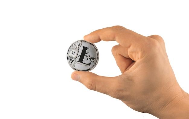 Litecoin en main isolé sur fond blanc, photo de crypto-monnaie