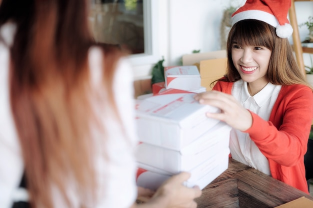 Livraison et envoi de boîte mail au client