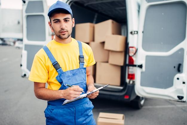 Livraison de fret, courrier et camion avec boîtes