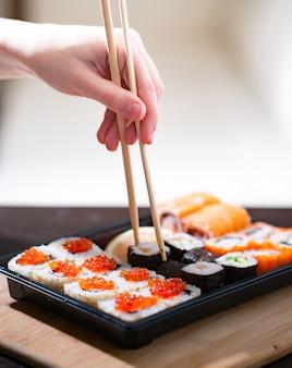 Livraison de plats maison, sushis et petits pains