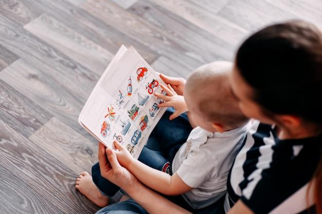 Livre d'apprentissage mère et bébé