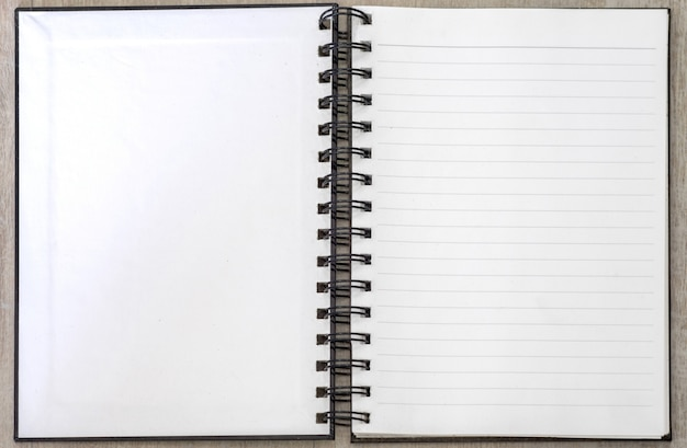 Livre blanc mémo blanc ouvert rayé