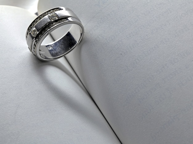 Livre coeur anneau