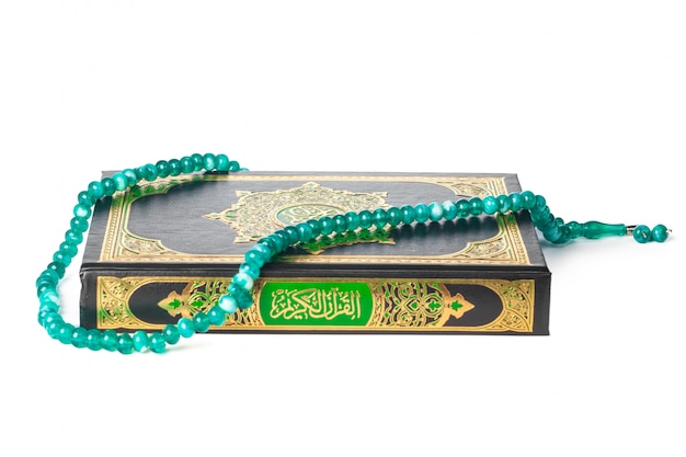 Livre islamique saint coran et perles sur withe