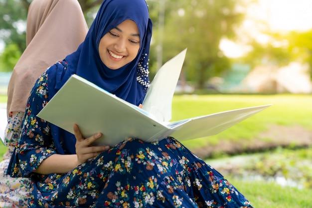 Livre de lecture d'un étudiant musulman