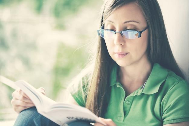 Livre de lecture femme
