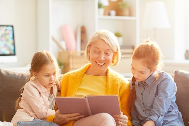 Livre de lecture de grand-mère