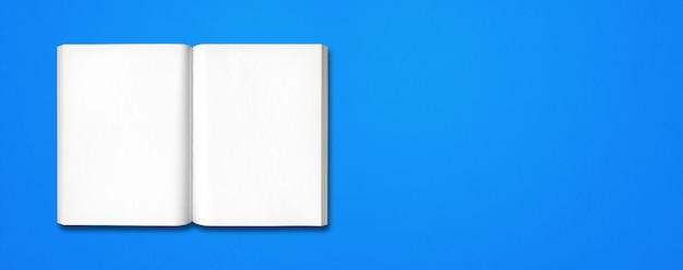Livre ouvert isolé sur un fond de bannière bleue