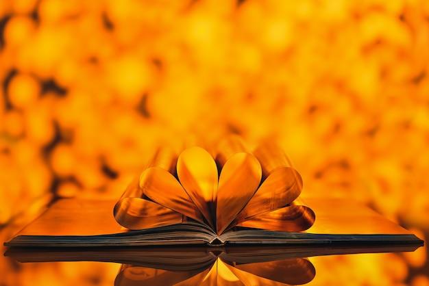 Livre avec des pages brillantes avec des lumières bokeh