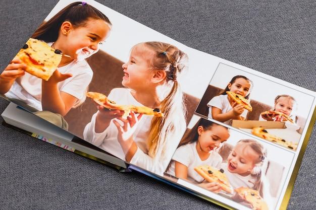 Livre photo pour enfants, les enfants mangent de la pizza
