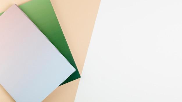 Livre plat coloré livres avec espace de copie