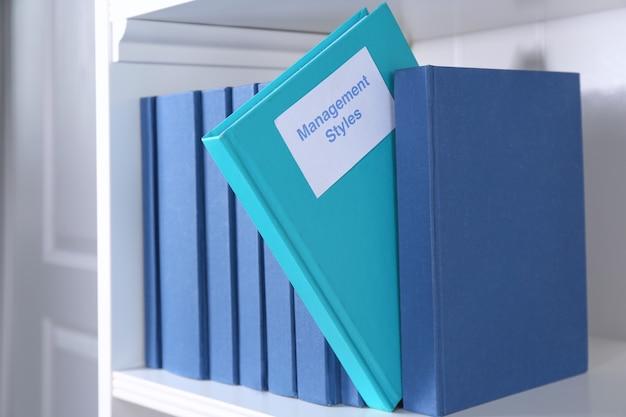 Livre de styles de gestion sur étagère