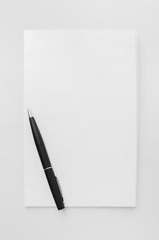 Livre avec stylo