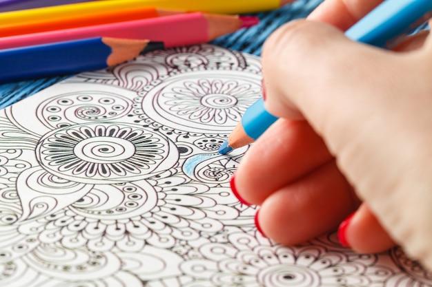 Livres à colorier pour adultes crayons de couleur tendance anti-stress