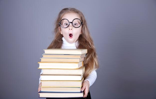 Livres d'école de petite écolière.
