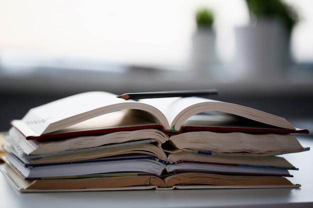 Livres, mensonge, table, bureau, maison