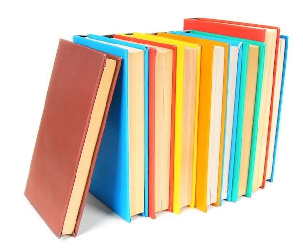 Livres multicolores. sur fond blanc.