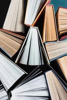 Livres avec pages retournées