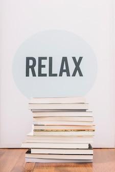 Livres à proximité de l'écriture relax