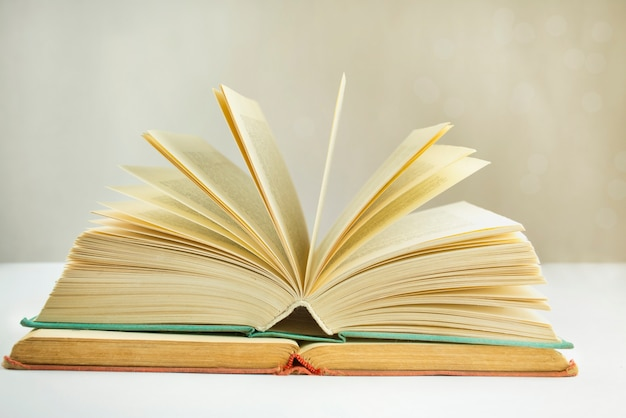 Livres sur la table. concept de l'éducation. matériel éducatif.