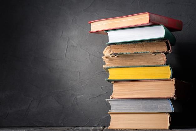 Les livres sur la table