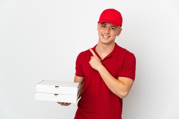 Livreur de pizza ramasser des boîtes à pizza