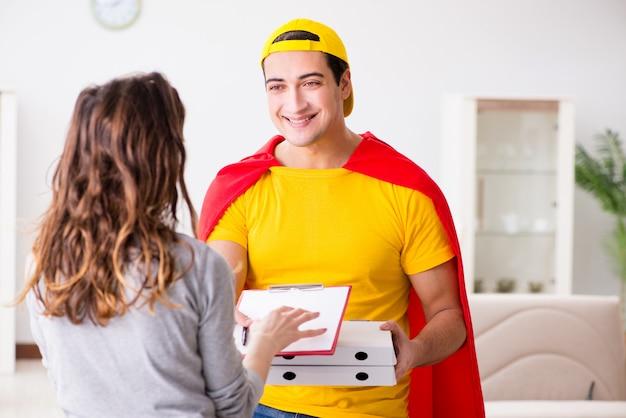 Livreur de pizza super-héros avec couvercle rouge